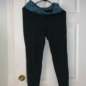 Old Navy yoga leggings size M. NEW